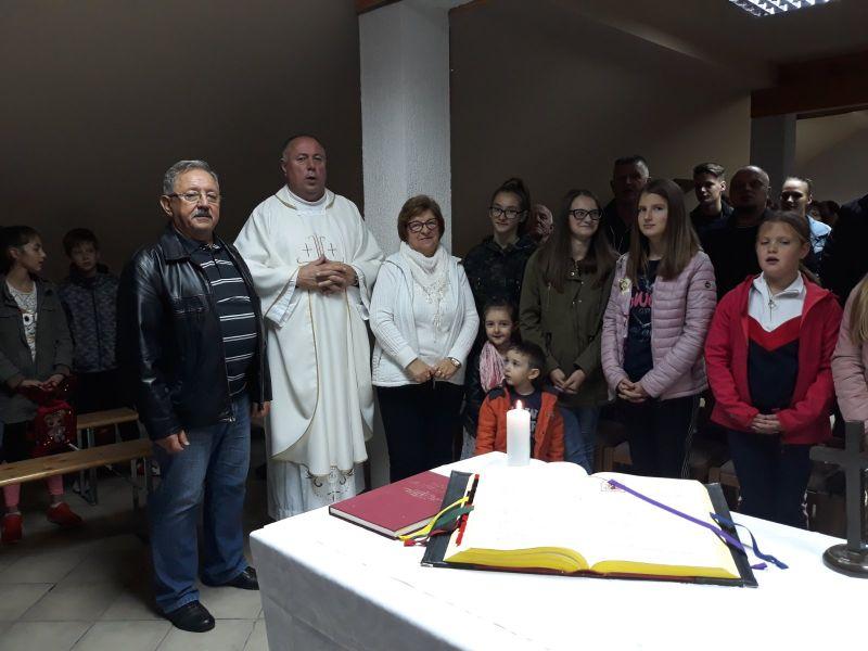 apostolska služba za druženjeje Vicki još uvijek izlazi u potoke, srpnja 2013